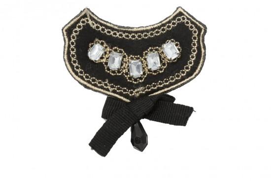 Καρφίτσα σε μαύρο χρώμα με χρυσοκλωστή και στρας 70Χ50mm