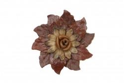 Καρφίτσα δερμάτινη σε καφέ χρώμα με σχέδιο άνθος και διάμετρο 100mm