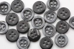 Κουμπί στρογγυλό σε ανθρακί αποχρώσεις με τέσσερις τρύπες